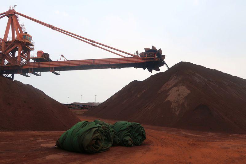 Железная руда в Китае подешевела до минимума 9 мес из-за сокращения производства стали
