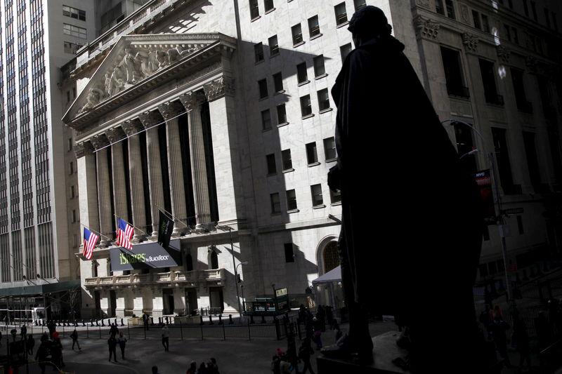 Уолл-стрит пытается расти