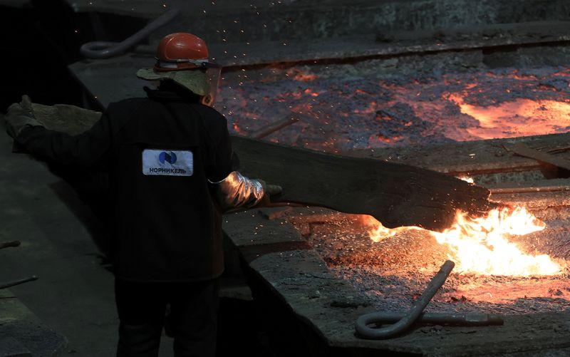 Минфин РФ предложил ввести гибкий НДПИ на сырье для черной металлургии, удобрений и металлов Норникеля