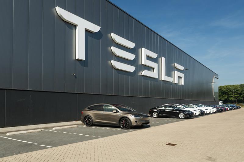 Moderna, и Electronic Arts выросли на премаркете, а Tesla упала