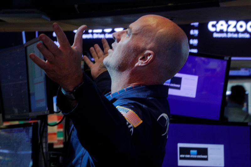 S&P восстановил часть потерь благодаря статданным