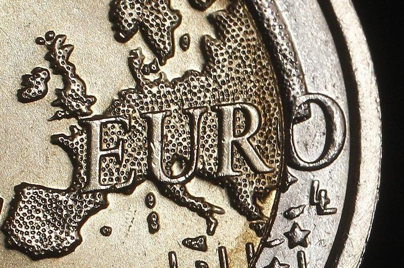 Cредний курс покупки/продажи наличного евро в банках Москвы на 13:00 мск составил 84,87/86,54 руб.