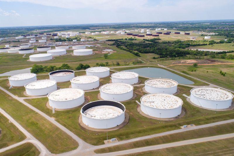 Нефть дорожает на фоне сокращения предложения в США