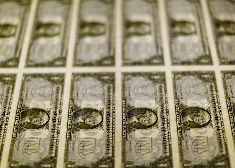 Рубль к концу года укрепится до 71,9 руб. за доллар - Минэкономразвития