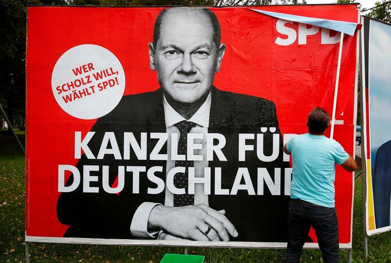 Консерваторы сокращают отставание от социал-демократов за несколько дней до выборов в Германии -- опрос