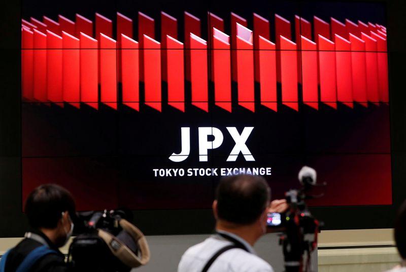 Nikkei на минимуме двух недель в преддверии итогов заседания ФРС