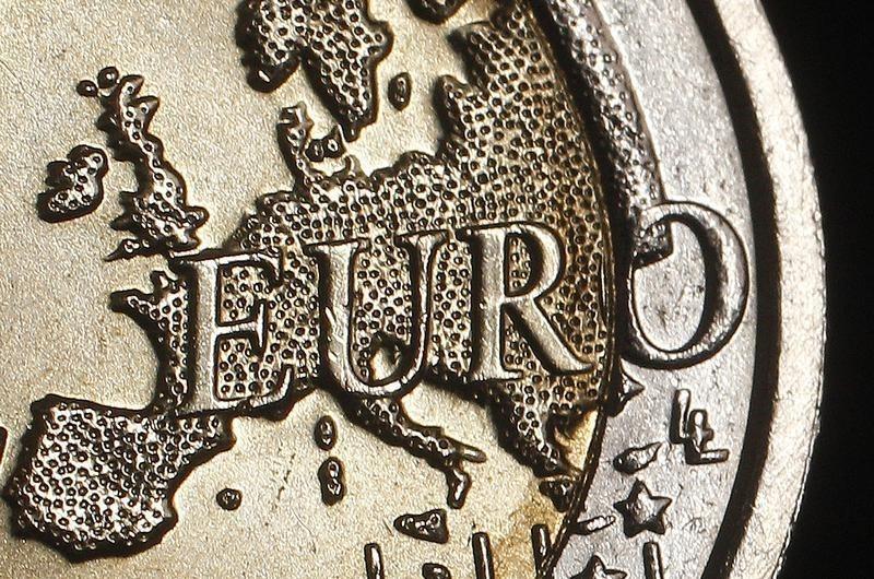 Cредний курс покупки/продажи наличного евро в банках Москвы на 13:00 мск составил 84,92/86,39 руб.