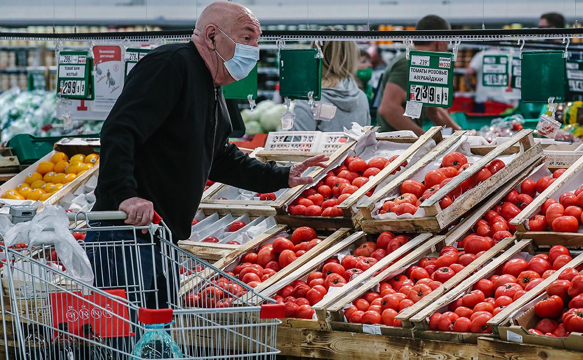Холодный сентябрь спровоцировал подорожание огурцов и помидоров