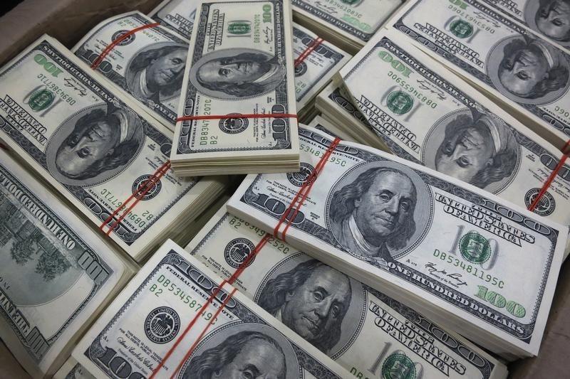 За первые пять минут торгов курс доллара США повысился до 72,8774 руб.
