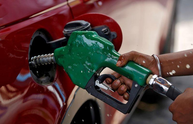 Нефть дорожает за счет ограниченного предложения, восстановления аппетита к риску