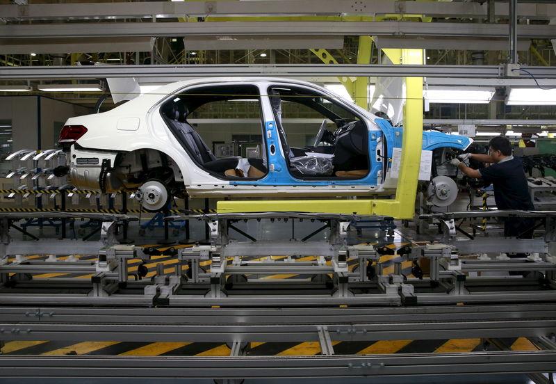 Утильсбор на автомобили с высокой вероятностью не будет повышен до 2022 года - Мантуров