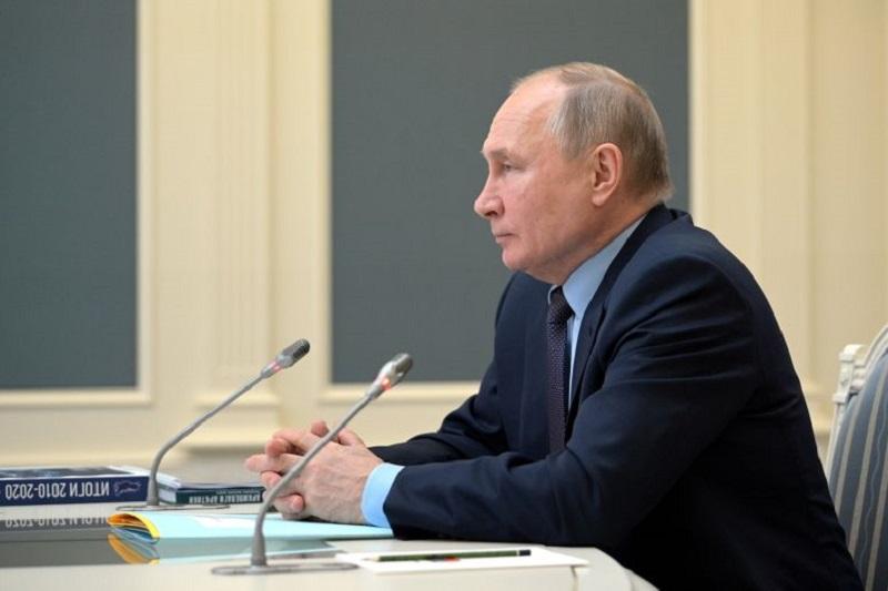 Путин: правительство нужно сохранить рабочий настрой в контактах с парламентом