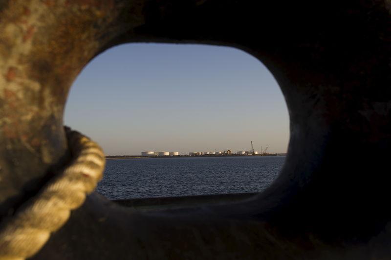 Цены на нефть усилили рост, Brent подорожала до $79,58 за баррель