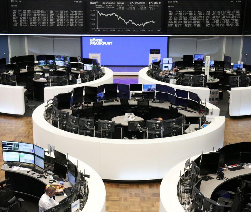 Европейские акции снижаются вслед за техсектором на фоне проблем Китая