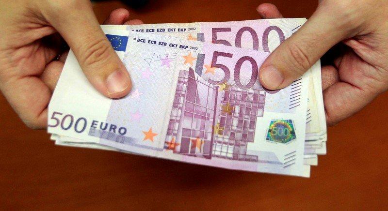 Cредний курс покупки/продажи наличного евро в банках Москвы на 13:00 мск составил 84,07/85,6 руб.