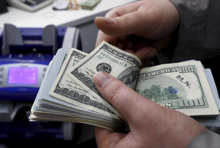 ЦБ РФ установил курс доллара США на сегодня в размере 72,7608 руб., евро - 84,8755 руб.