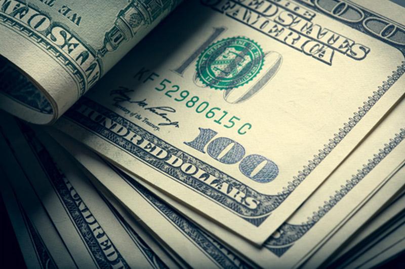 Средний курс покупки наличного доллара США в банках Москвы достиг максимального значения за неделю и составляет 72,1113 руб.