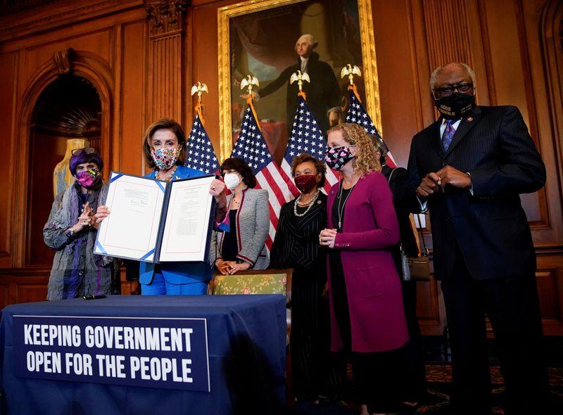 Конгресс США проголосовал за продолжение финансирования правительства