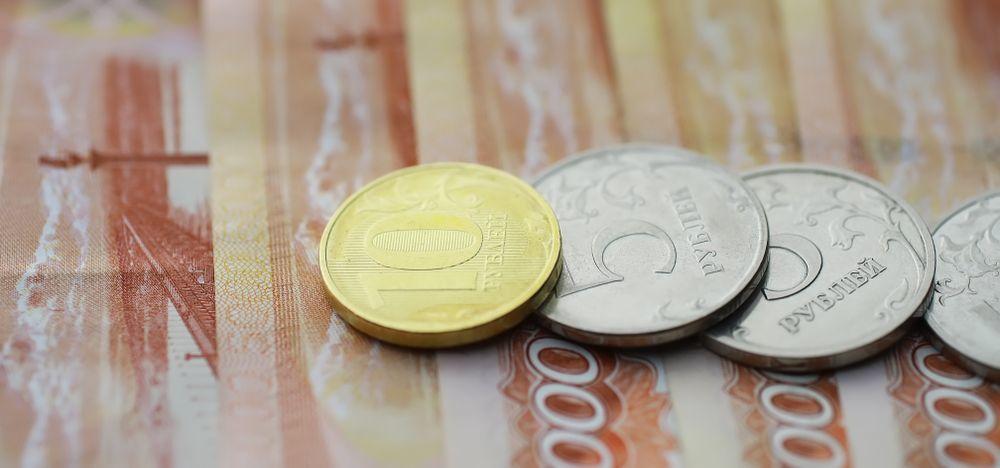 Рубль явно выделяется