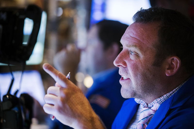 Рынок акций Московской биржи по состоянию на 10:05 мск 1 октября снижается