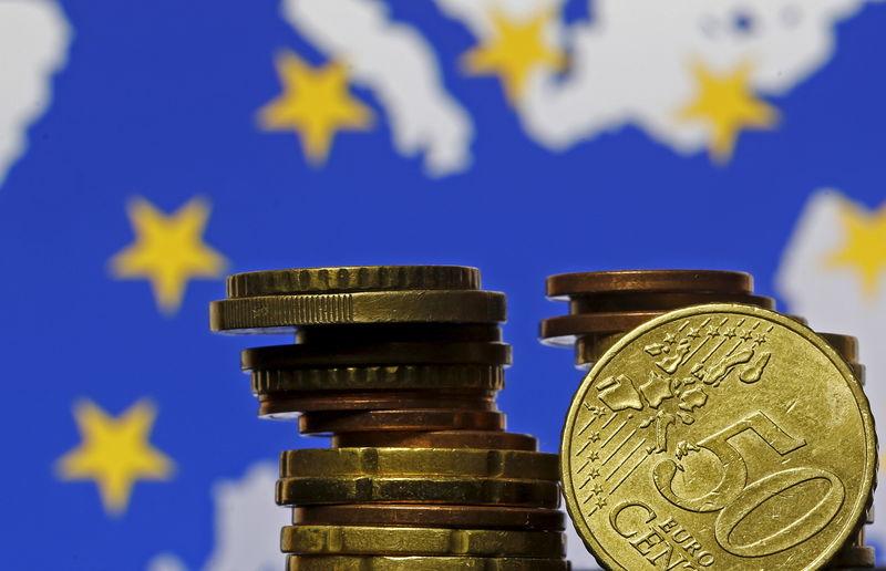 Cредний курс покупки/продажи наличного евро в банках Москвы на 13:00 мск составил 83,85/85,33 руб.