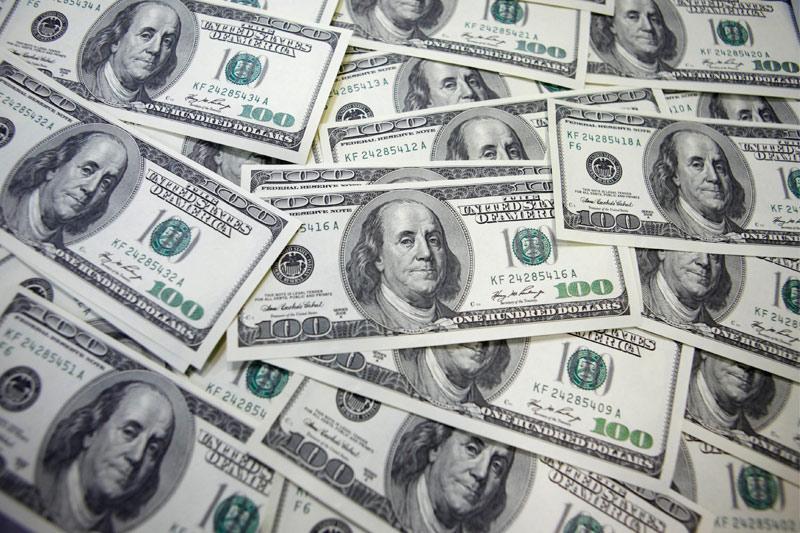 Средний курс покупки наличного доллара США в банках Москвы достиг максимального значения за неделю и составляет 72,2375 руб.