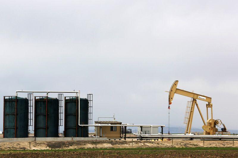 Нефть снижается в преддверии заседания ОПЕК+