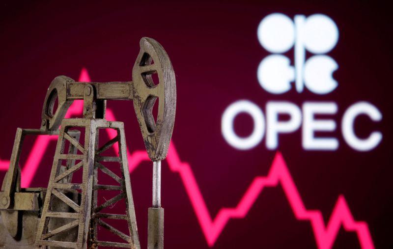 ОПЕК+, как ожидается, сохранит политику добычи нефти неизменной -- источники