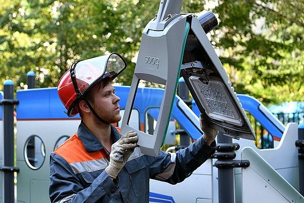 Еще около 10 тыс. умных фонарей появится в Москве до конца 2021 года