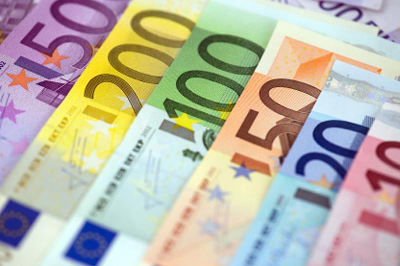 Cредний курс покупки/продажи наличного евро в банках Москвы на 13:00 мск составил 83,68/84,93 руб.