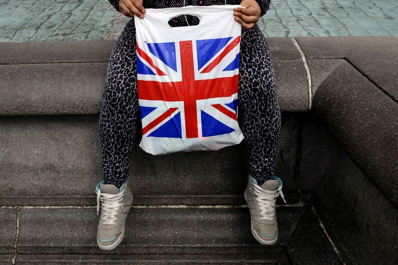 ГРАФИК-Перебои поставок, инфляция и медленный рост омрачают перспективы британской экономики