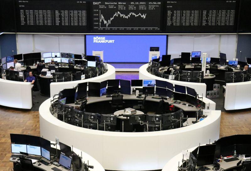 Европейские акции в минусе из-за опасений об инфляции на фоне роста цен на нефть
