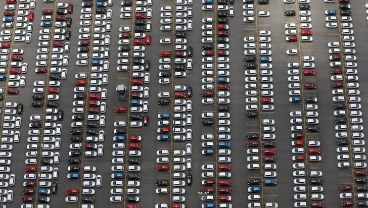 Падение продаж автомобилей в РФ в сентябре ускорилось до 22,6%