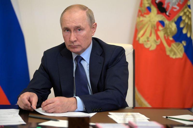 Газпрому выгоднее поставлять газ в Европу через новые системы, а не через Украину -- Путин