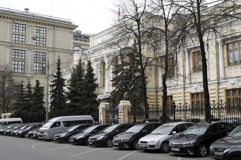 ЦБ РФ не стал давать новых сигналов по ставке, сентябрьское заявление о возможности дополнительных повышений актуально