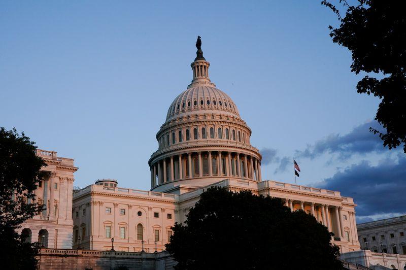 Сенат близок к временному соглашению о потолке госдолга США