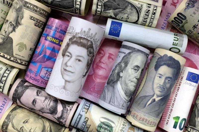 Доллар снизился на 28 копеек
