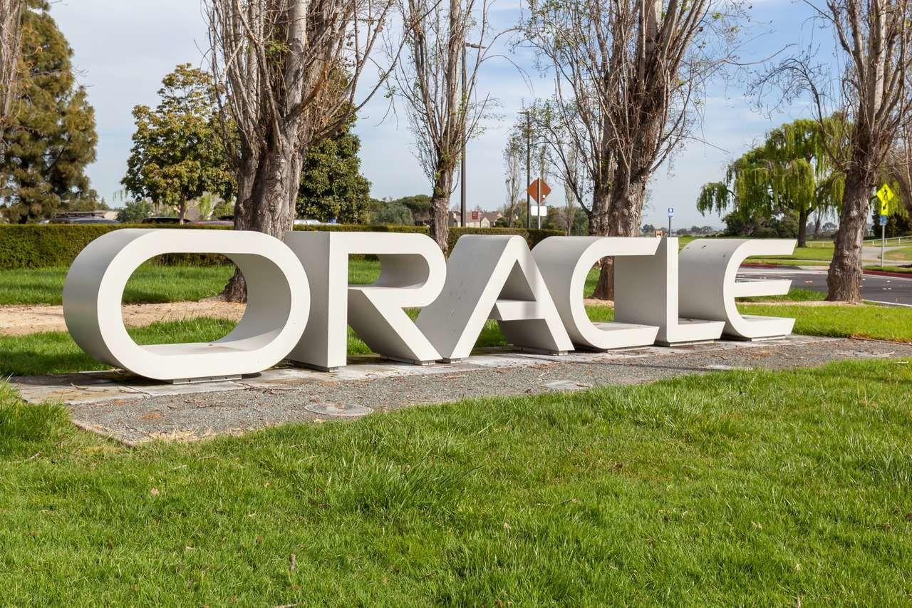 Котировки Oracle на максимумах.  Разбор эмитента