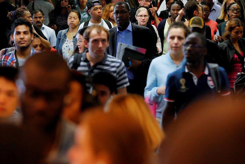 Рост числа рабочих мест в США в сентябре замедлился до минимума за 9 месяцев