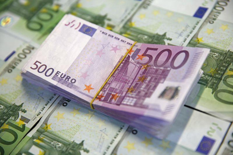 Доллар стабилен в паре с евро, иена - на минимуме с апреля 2019 года