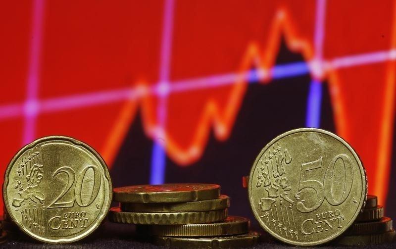 Cредний курс покупки/продажи наличного евро в банках Москвы на 13:00 мск составил 82,28/83,57 руб.