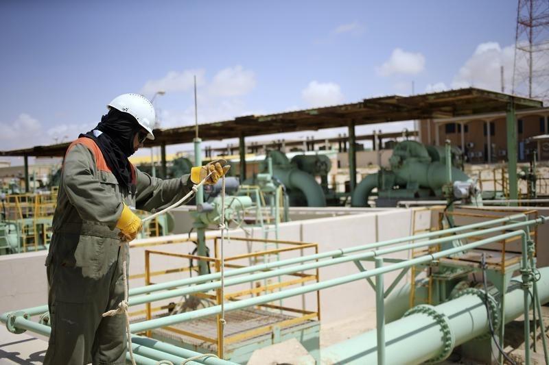 Цены на нефть немного замедлили рост