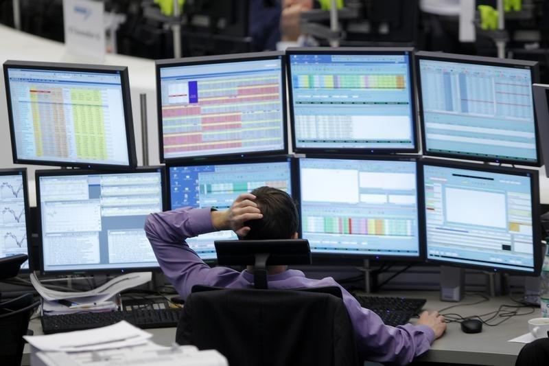 Рынок акций Московской биржи по состоянию на 10:05 мск 12 октября снижается