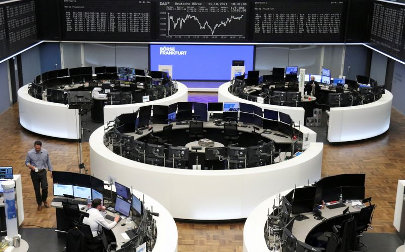 Европейские акции дешевеют из-за снижения аппетита к риску