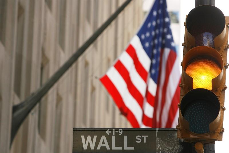Уолл-стрит слабо снижается в ожидании начала сезона отчетов