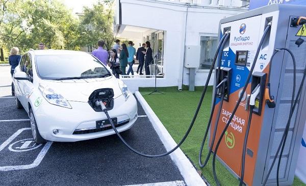 «РусГидро» и «Соллерс Груп» запустят во Владивостоке каршеринг электромобилей