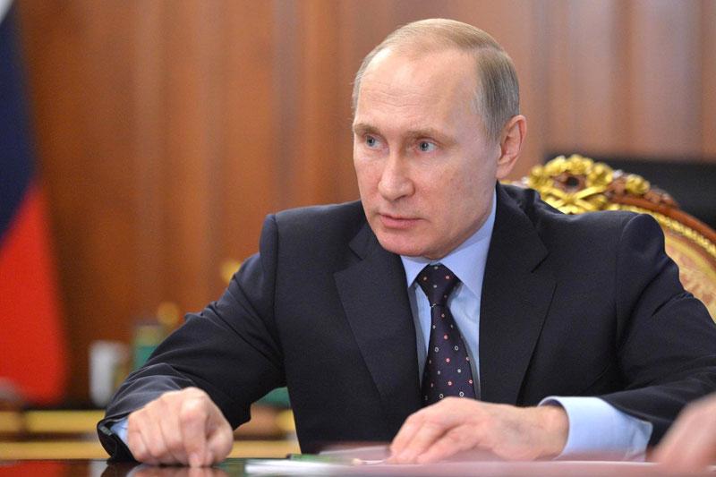 Армия и флот России умеют отвечать на самые сложные вызовы, действовать грамотно, решительно и эффективно - Путин