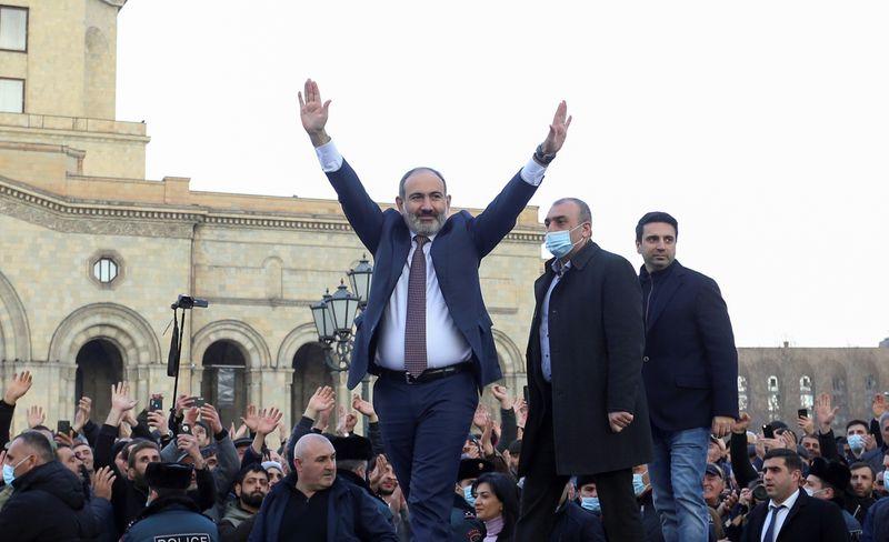 Минобороны Армении призывает не вмешивать армию в политику