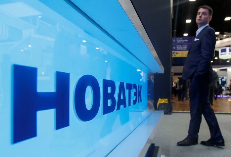 FACTBOX-Контракты Новатэка на поставку газа с Арктик СПГ-2