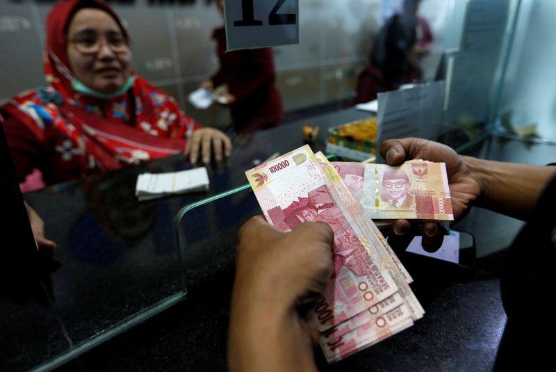 Акции и валюты продолжили рост, вялая инфляция успокоила рынки